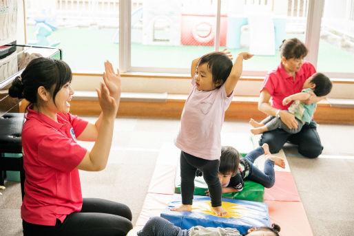 学校法人芳村学園
